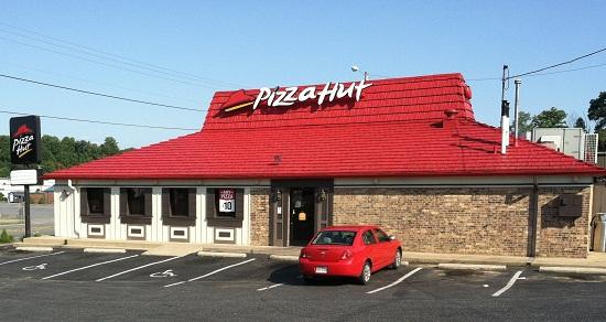 Pizza-Hut-cach-dat-ten-nha-hang-khach-san-hay